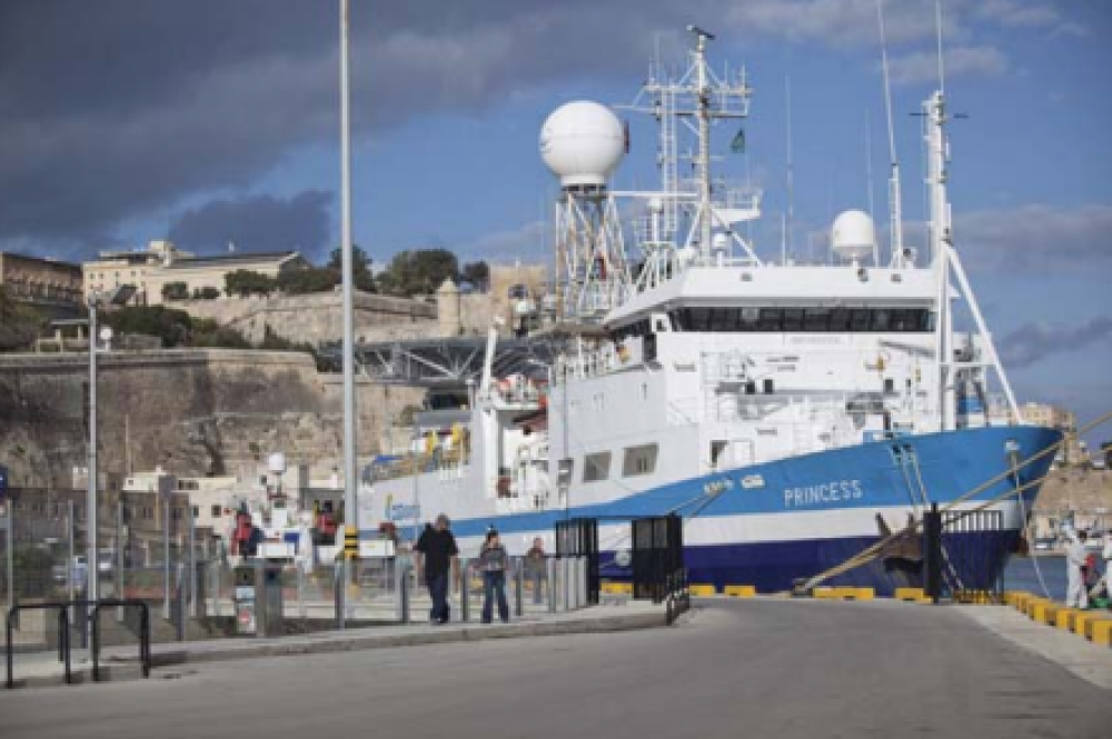 Arecont Vision Cameras Watch Cruise Ships Port in Historic Malta